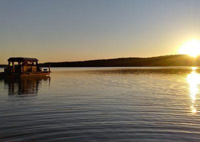 Sonnenuntergang auf Floß